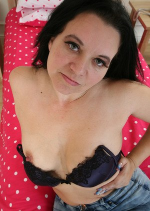 Raven haired mature lady Louise Bassett licks and sniffs her panties on webcam