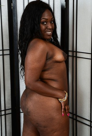 Fat black chick Mary Jane lets swimsuit fall away to pose nude for first time