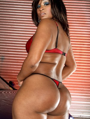Black female Kara Kane flaunts her big booty before sticking a toy in her twat