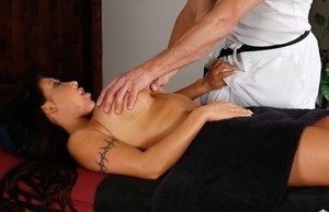 Latina policewoman August Taylor gets a massage and a fuck at the same time