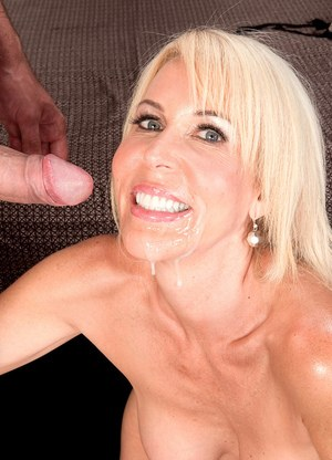 Hot mature mom Erica Lauren does anal sex with the neighbour's son
