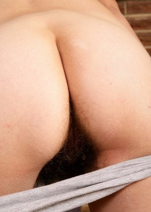 Middle-aged lady Kristina exposes her all natural bush on bench press
