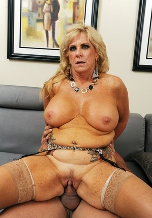 Big boobed mature woman Zena Rey finishes off her boy toy with a BJ after sex