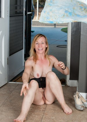 Older woman Cody Hunter stretches her vagina wide open after she undresses