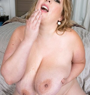 Blonde fatty Amiee Roberts covers herself in oil while fucking