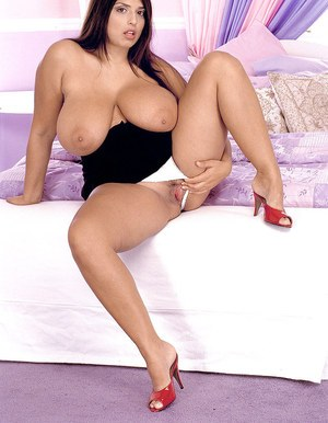 Sexy plumper Kerry Marie plays with her nipples as she looses her hooters