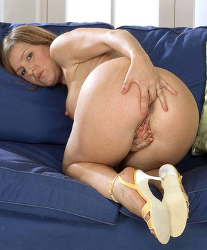 Solo model Wendy toys her snatch and asshole at the same time