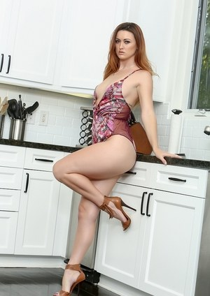 Solo model Karlie Montana strips to her high heels only in the kitchen