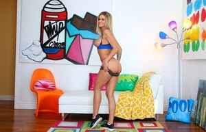 Fit female Jessa Rhodes pulls her big boobs out from a sports cra