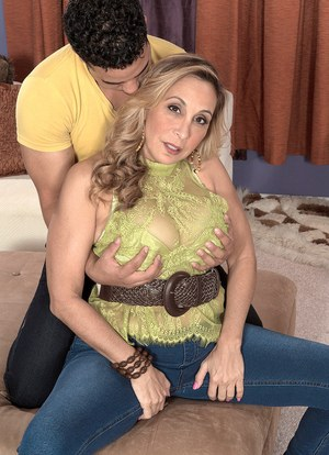 Big boobed divorcee Sophia Jewel gives up her asshole to the neighbor's boy