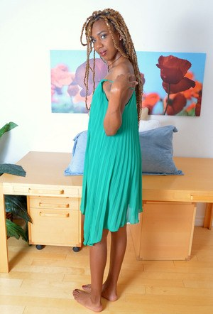 Leggy black chick Kimmy Katt showcases the pink of her beaver in bare feet