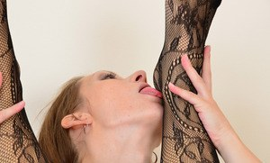 Mature dykes Mischelle and Corazon Del Angel undress before eating ass