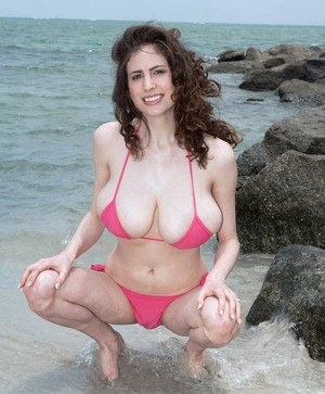 Solo girl Lillian Faye lets her big natural tits free from her bikini