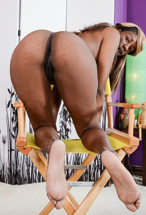 Ebony amateur Ebony Desire strips off her sexy lingerie to display her bush