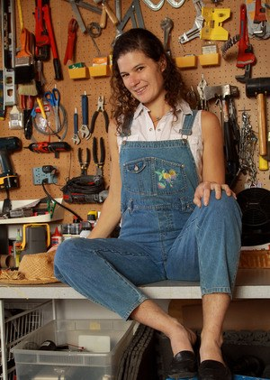 Hirsute solo model Sunshine peels off her coveralls and panties in tool shop