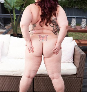 Obese solo model Jordynn LuXXX gets naked and plays with herself on patio