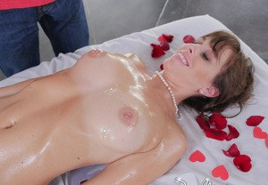 Hot middle-aged lady Alana Cruise gets seduced while receiving a massage