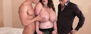 Chesty fat chick Anna Beck fucks two men at once in nylons