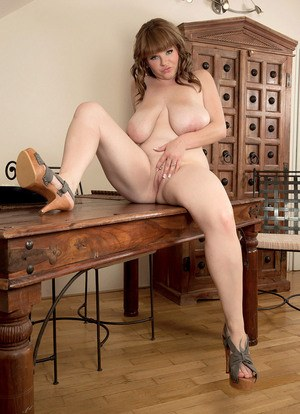 Plump solo girl Cassie unleashes her hanging hooters before showing her pussy