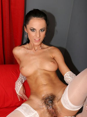 MILF Brenda Black concludes a fuck session with jizz on her all natural pussy