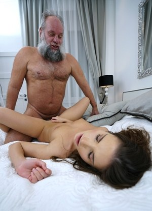 Young slut Anita Bellini works out her daddy issues with a really old man