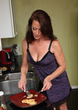 Older lady Mimi Moore spanks her bare ass after cooking breakfast