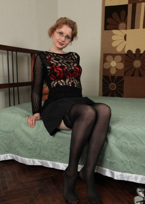 Middle-aged woman Mandy unzips and rolls off nylons to pose nude on her bed