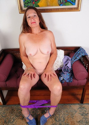 Solo granny Anna decides that today would be a good day to try nude posing