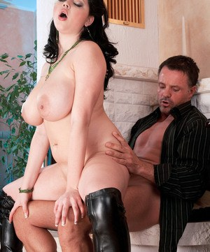 Chubby chick Shione Cooper fucks her man friend wearing black boots