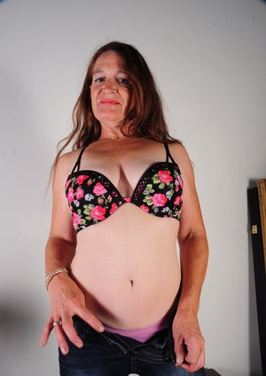Older lady Anna proudly displays her hairy bush after getting naked
