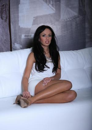 Hot brunette chick Gina Devine hikes her white dress to show her twat