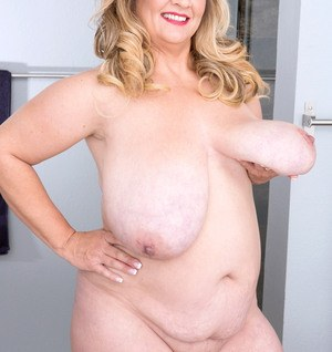 BBW Cami Cooper plays with her huge boobs and sucks her own nipples too