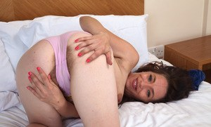 Recent divorcee Mia shows off the pink of her beaver to pay the bills