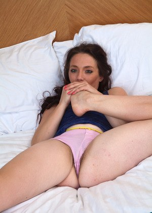 Petite middle-aged lady proudly shows off her all natural pussy in the nude