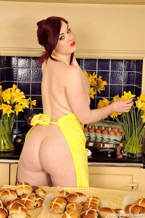 Chubby solo girl Jaye covers her naked body in baking supplies and food