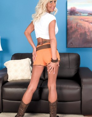 Mature babe Stormy Lynne parts her pussy in cowgirl boots after stripping