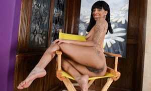 Ebony amateur September Reign spreads her pussy wide open director's chair