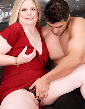 Mature BBW Jemini Jordan is relieved of her red dress before getting fucked