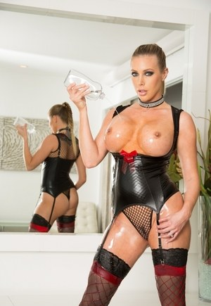 Sexy MILF Samantha Saint pours oil over her big tits wearing hot lingerie