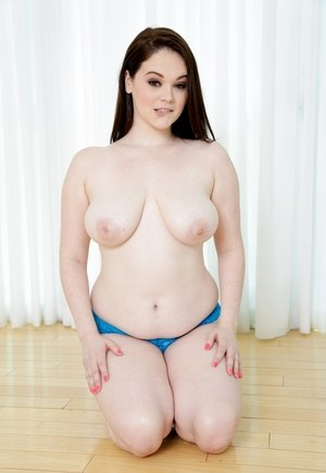 Brunette plumper Tessa Lane unleashes her big and somewhat saggy boobs