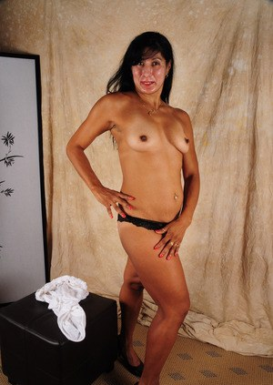 Middle-aged Latina woman Estrella flashes her tits before spreading her pussy