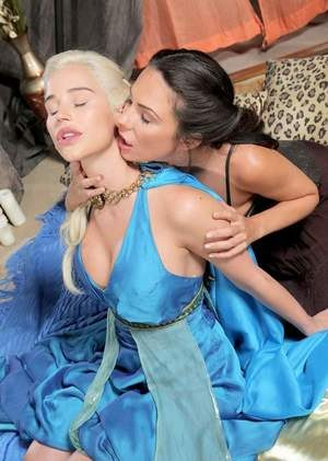 Lesbians Kristen Price  Spencer Scott reenact Game of Thrones sex scene