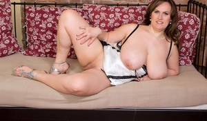 Overweight lady unveils her huge hangers before she masturbates