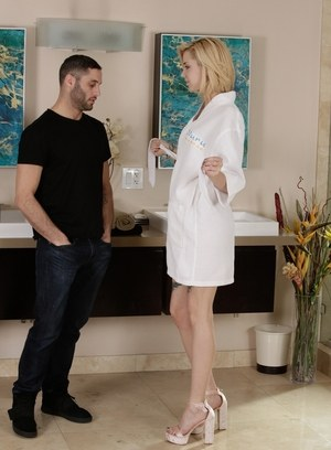 Blonde masseuse Haley Reed strips her client and pleases him in the bathtub