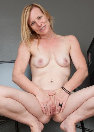 Mature woman Cody Hunter showcases her naked vagina after disrobing