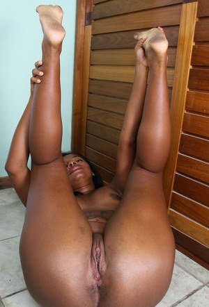 Thick black MILF shows off her big butt and the pink of her amateur pussy