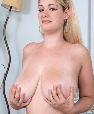 Chubby blonde chick Harmony Heart frees her big saggy boobs from bikini top