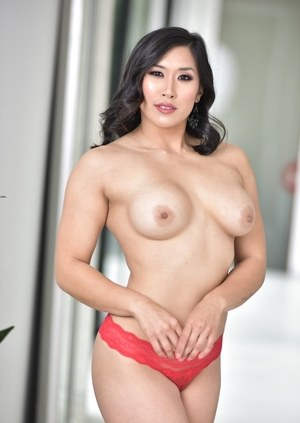 Asian model Mia Li pulls down her thong to reveal a butt plug in her asshole