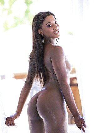 Blacks dime Bonnie Amor removes lace underwear from her perfect ass