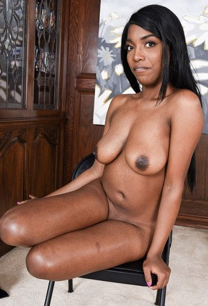Black amateur Daya Knight stretches her pussy wide open after bikini removal